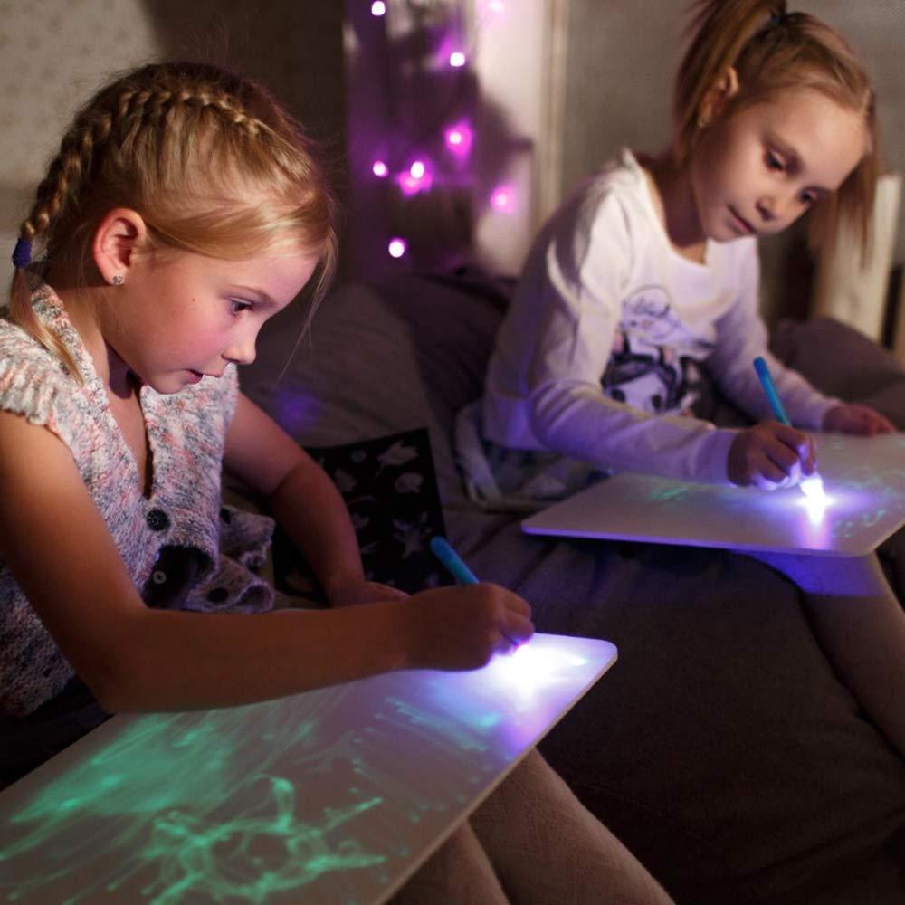 niñas con pizarra mágica de luz