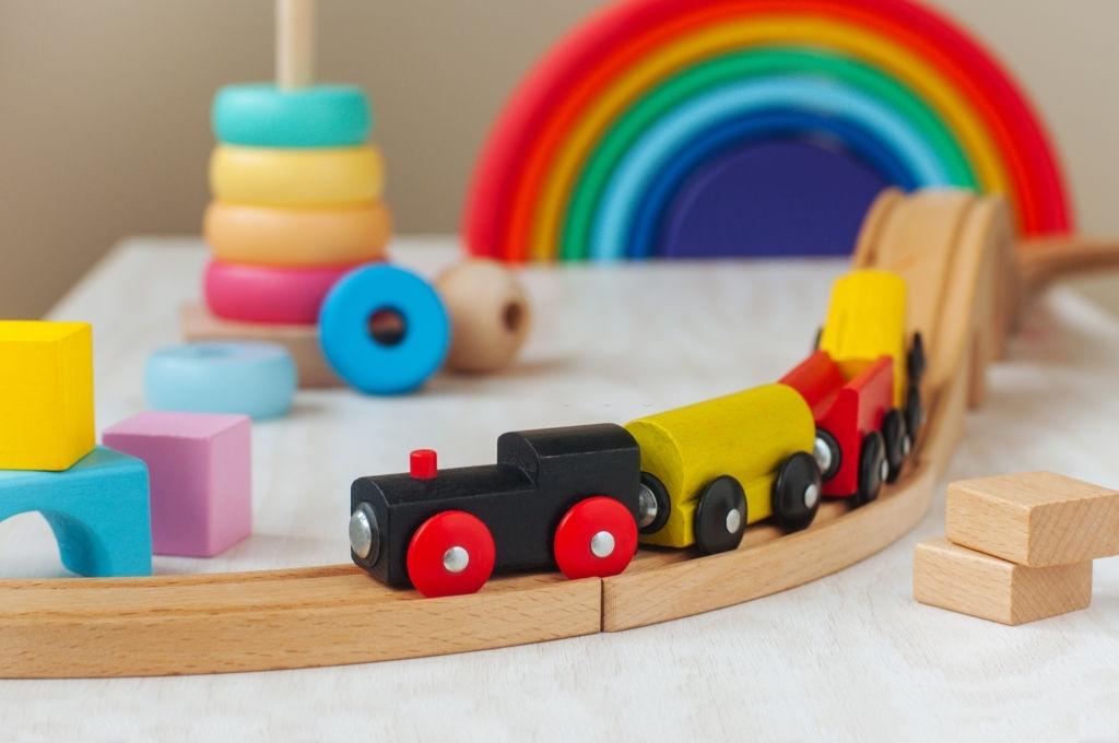 Madera o Plástico: la importancia de diferenciar ambos tipos de juguete