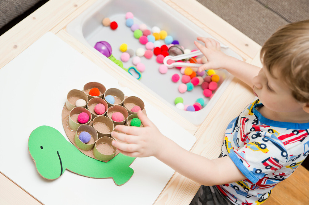 Juego colores montessori niños 2 años