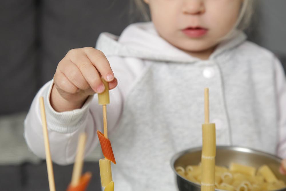 Juegos Montessori para niños de 2 años | Ideas Caseras