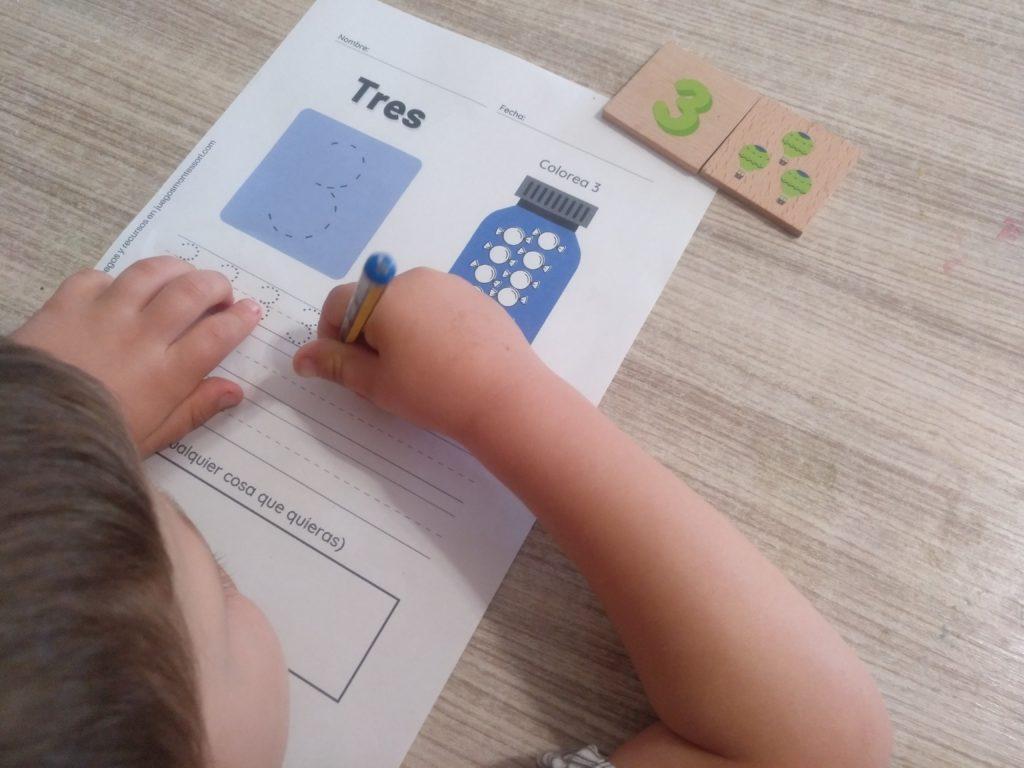 Realizando ejercicio de grafomotricidad con números del 1 al 10_3
